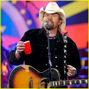 Toby Keith Pays Tribute After Death of 'Red Solo Cup' Creator Robert Hulseman