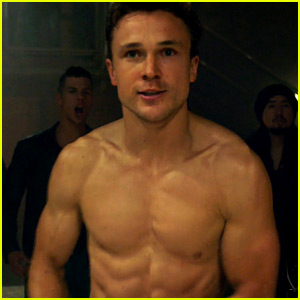See All of William Moseley's Hot Shirtless Moments on 'The Royals' Season 3 So Far!