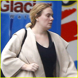 Adele Braves the Rain to Go Grocery Shopping