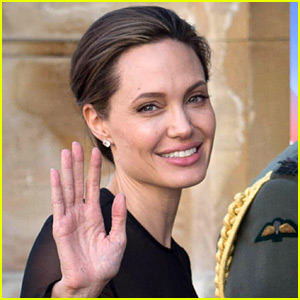 Angelina Jolie & Her Kids Celebrated the Holidays in Colorado!