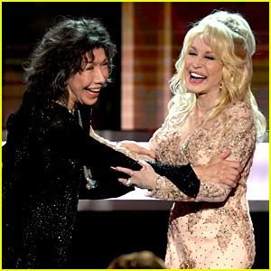 Dolly Parton Honors Her Friend Lily Tomlin at SAG Awards 2017
