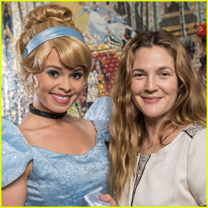 Drew Barrymore Takes Her Daughters to Disney World!