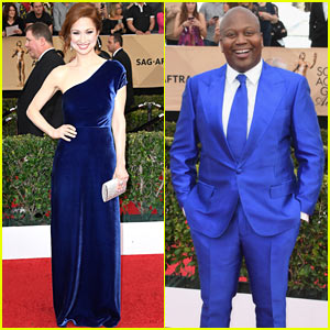 Ellie Kemper & Titus Burgess are Bold in Blue at SAG Awards 2017!
