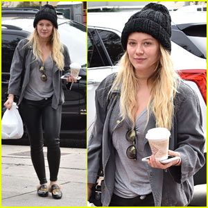 Hilary Duff Doesn't Want Her Hawaiian Vacation to End!