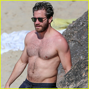 Jake Gyllenhaal Continues His Vacation With Some Snorkeling!