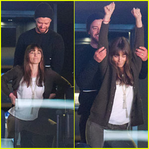 Justin Timberlake & Jessica Biel Dance Together in Cute Moment at Lakers Game