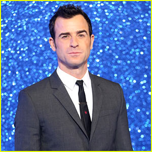 VIDEO: Justin Theroux Wipes Out While Skiing!