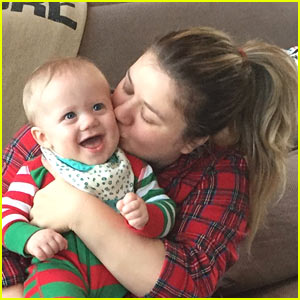 VIDEO: Kelly Clarkson Shares Cute New Posts of Her Kids!