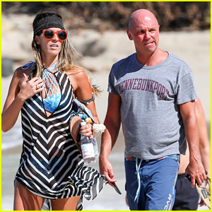 Kenny Chesney Hits the Beach in St. Barts Before the New Year