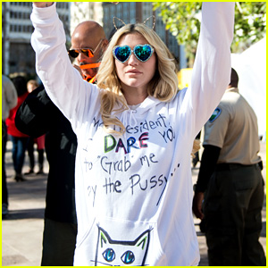 Kesha Dares Trump to Grab Her Pu--y at Women's March