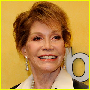 Mary Tyler Moore Dead - Actress & Activist Passes Away at 80