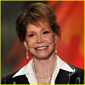Mary Tyler Moore Hospitalized, In 'Grave Condition' (Report)