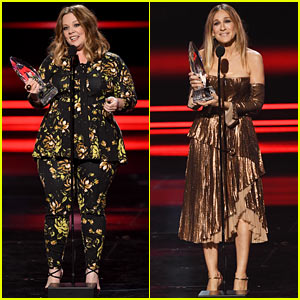 VIDEO: Melissa McCarthy & Sarah Jessica Parker Win Favorite Actress Honors at People's Choice Awards