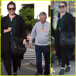 Melissa McCarthy Grabs Flowers & Lunch With Parents