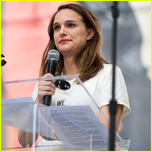 Natalie Portman Speaks at Women's March Wearing 'We Should All Be Feminists' T-Shirt