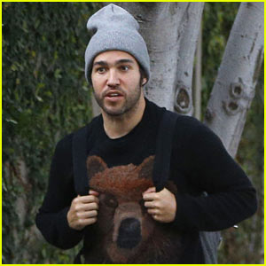Pete Wentz Hangs Out with a Pal in WeHo