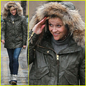 Reese Witherspoon Braves the Rainy Los Angeles Weather