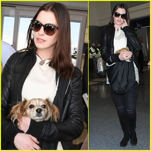 Anne Hathaway Travels with Her Adorable Pup!