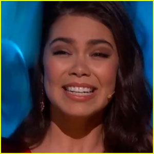 Moana's Auli'i Cravalho Got Hit in the Head By a Flag During Oscars Performance, But Kept on Singing!