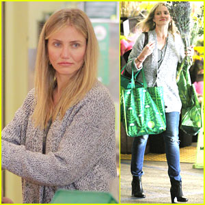 Cameron Diaz Stocks Up on Groceries for the Super Bowl