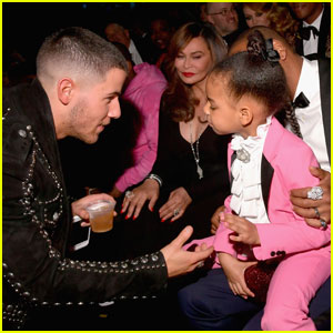 Nick Jonas & More Celebs Casually Say 'Hi' To Blue Ivy at Grammys 2017