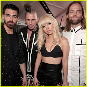 DNCE Slays the Grammy 2017 Red Carpet