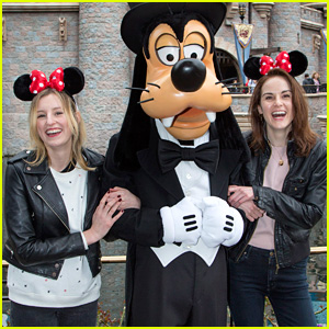 Downton Abbey's Michelle Dockery & Laura Carmichael Reunite at Disneyland!
