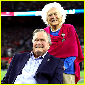 George H.W. Bush Throws Coin Toss at Super Bowl 2017 (Video)