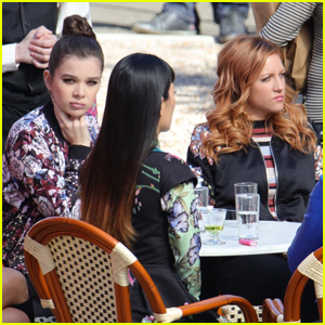 Hailee Steinfeld Continues Filming With The 'Pitch Perfect' Cast
