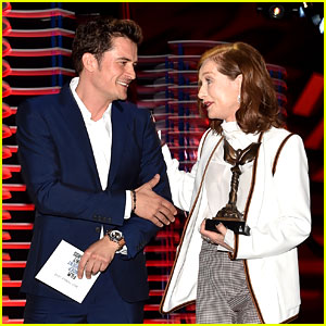 Isabelle Huppert Wins Best Actress at Spirit Awards 2017, Orlando Bloom Presents to Her