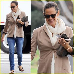 Jennifer Garner Steps Out Amid Ben Affleck Divorce Rumors