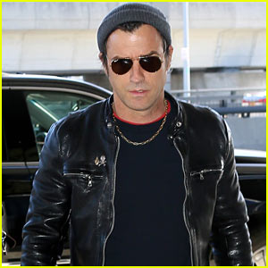 Justin Theroux Shows Off His Cool Airport Style