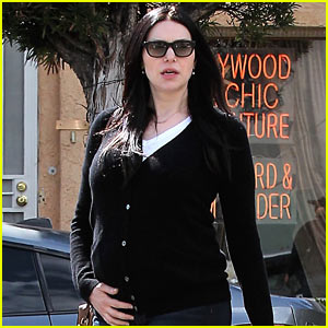 Laura Prepon Shows Off Her Baby Bump At Lunch!