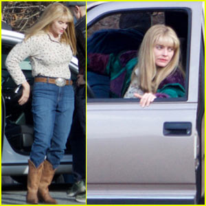 Margot Robbie Gets into Character Filming 'I, Tonya'
