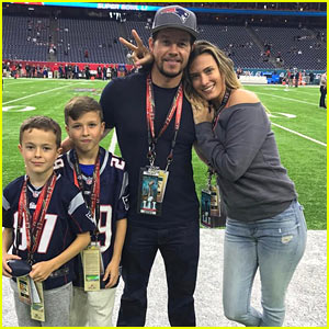 Mark Wahlberg & Family Left Super Bowl Early After His Son Felt Sick