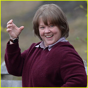 Melissa McCarthy Enjoys Some Downtime on Set of 'Can You Ever Forgive Me?'