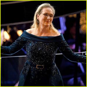 Meryl Streep Gets Standing Ovation at Oscars 2017, Jimmy Kimmel Pokes Fun at Her Dress