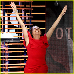 Molly Shannon Does Her 'Superstar' Move During Spirit Awards 2017 Acceptance Speech (Video)
