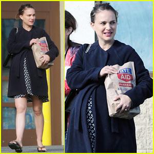 Natalie Portman & Her Mom Run Errands Together