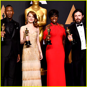 Oscars 2017's Four Winning Actors Pose in Press Room!
