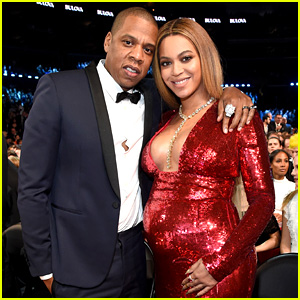 Pregnant Beyonce Stuns in Red Dress at Grammys 2017 with Jay Z!