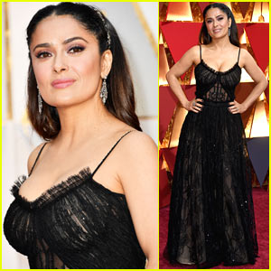 Salma Hayek is Sexy in Lace for  the Oscars 2017