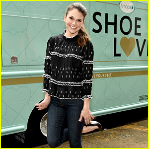 Sutton Foster Is All About Comfort for Fashion Week!
