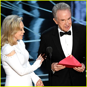 Warren Beatty's Envelope at Oscars 2017 Said Best Actress, Not Best Picture