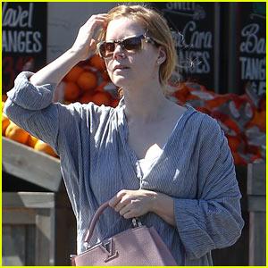 Amy Adams Goes Makeup-Free in Los Angeles