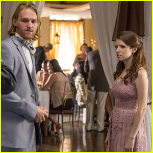 Anna Kendrick is the Ex-Maid of Honor in These Exclusive 'Table 19' Stills!