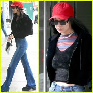 Bella Hadid Indulges on Burgers Just Like Us!