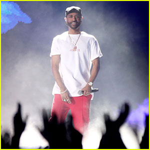 Big Sean's iHeartRadio Music Awards 2017 Performance Video - Watch Now!