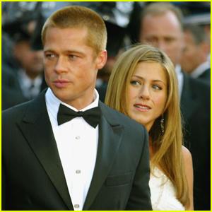 Jennifer Aniston & Brad Pitt Apparently Text Each Other
