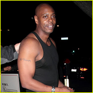Dave Chappelle Shows Off His Muscles While Celebrating New Netflix Specials!